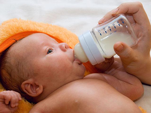 voeding van de baby